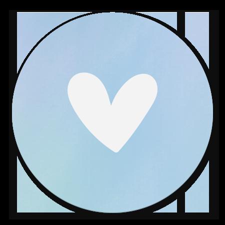 Simpel wit hartje met blauwe waterverf